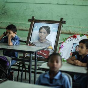 Que dire à des enfants qui ont perdu des camarades de classe lors d'une frappe israélienne ? : Gaza sous le choc de la mort d'une famille