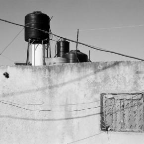 Malgré la pandémie, l'armée israélienne tire sur les citernes d'eau dans un village palestinien