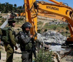 Les forces israéliennes saisissent un bulldozer et remettent des ordres d'arrêt de construction
