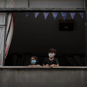 Elever des enfants à Gaza était déjà difficile. Et puis est arrivé un confinement dans le confinement.